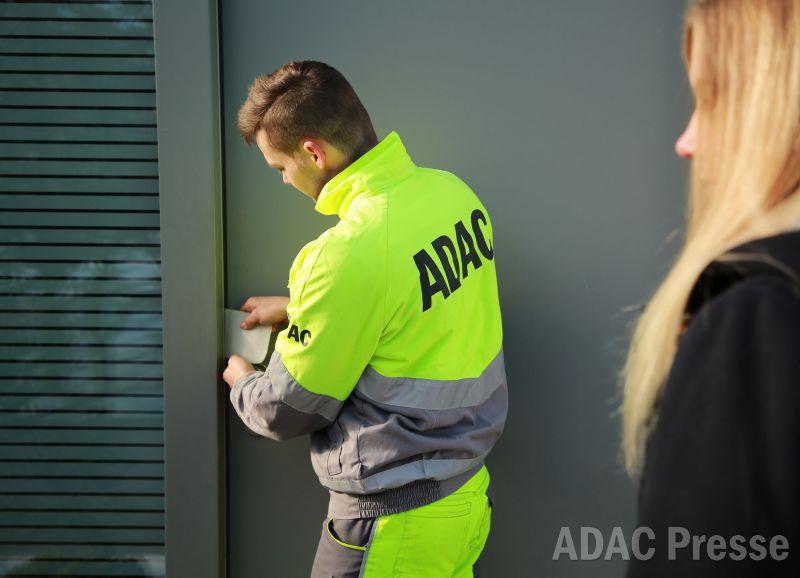 Ausgesperrt? ADAC testet Haustür-Schlüsselnotdienst zum